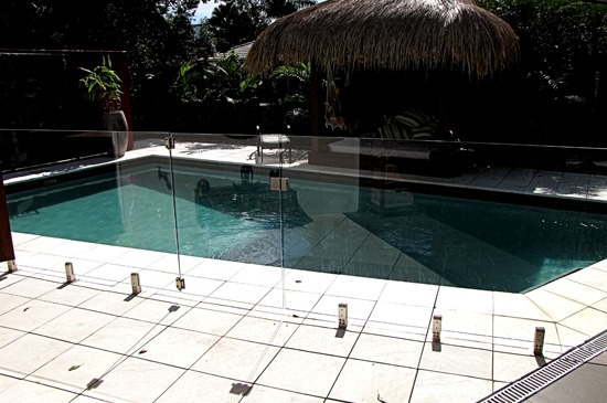 Glass pool fencing perth frameless semi frameless pool for Glass pool gate